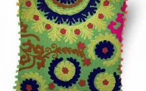کاور کوسن دست دوز سوزنی هندی طرح لاله : زمینه سبز