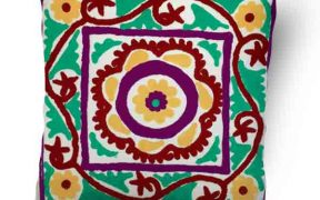 کاور کوسن دست دوز سوزنی هندی طرح نیلوفر : زمینه سفید