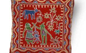 کاور کوسن دست دوز هوناری هندی طرح آدم و حوا : زمینه قرمز