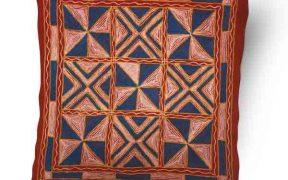 کاور کوسن دست دوز هوناری هندی طرح چهار خونه : زمینه قرمز